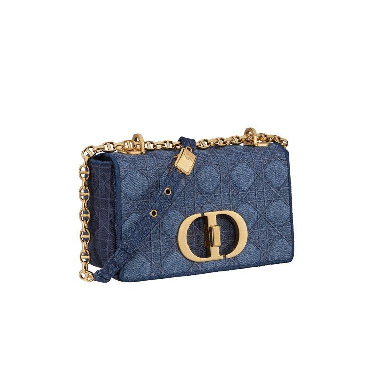 Dior Caro丹寧籐格紋刺繡小型翻蓋包,11萬元。圖/DIOR提供