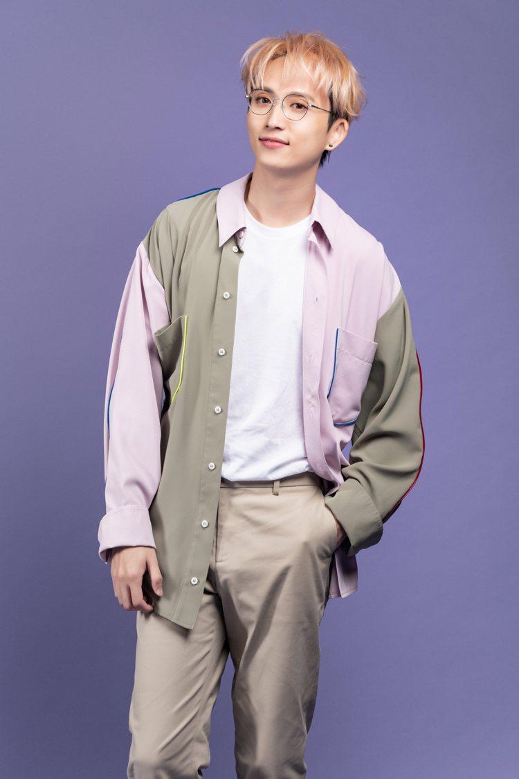 歌手邱鋒澤受邀擔任小林眼鏡年代度代言人。圖/小林眼鏡提供