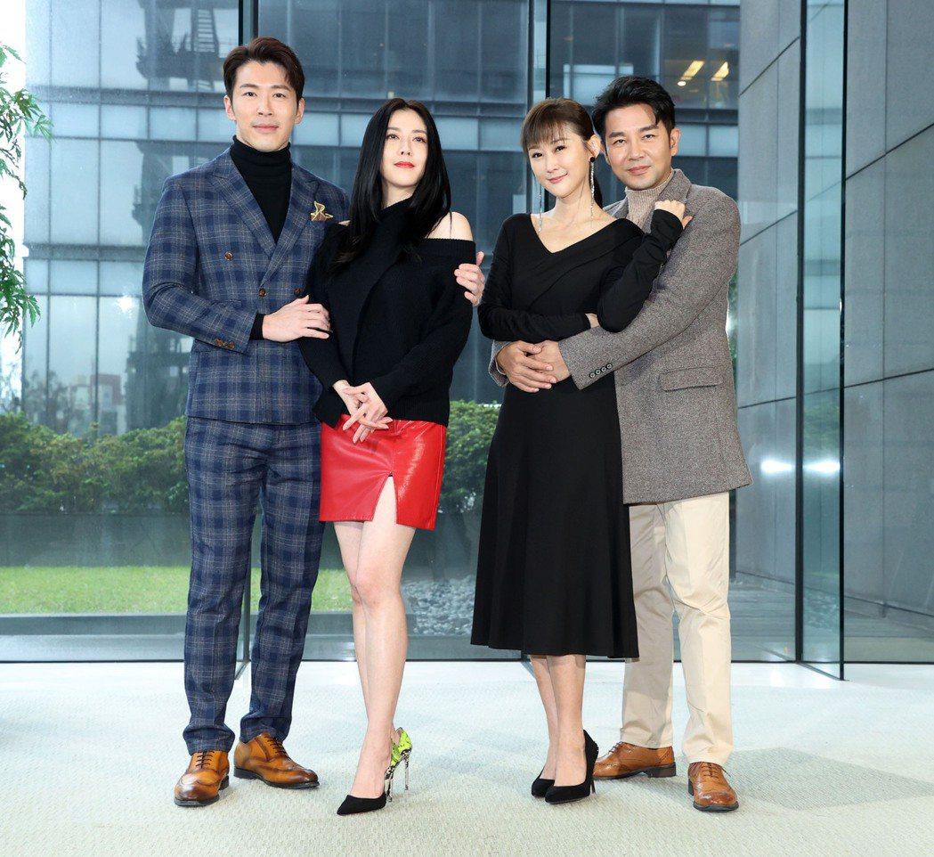 黃少祺(左起)韓瑜、陳珮麒、謝承均為三立台八「天之驕女」亮相。圖/三立提供