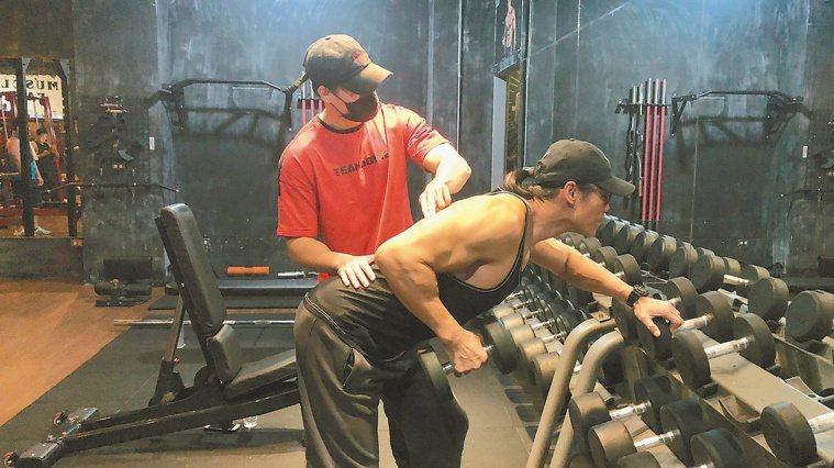 健身教練建議,想要重訓應找專業教練,不要自己練導致運動傷害。記者王思慧/攝影