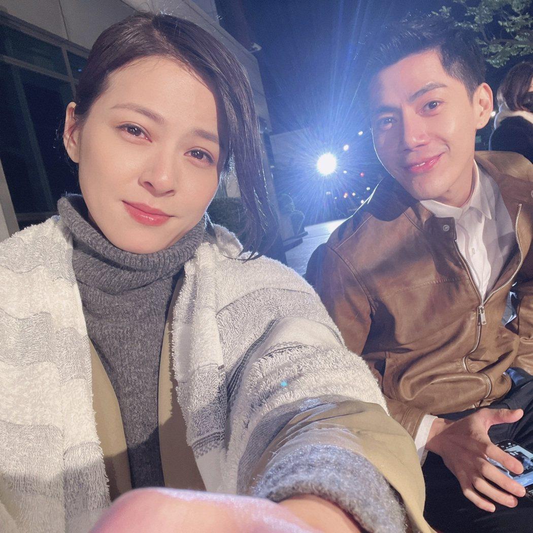 蘇晏霈(左)、王凱頂著低溫8度,在深夜中拍戲,凍到眼睛也泛紅。圖/民視提供