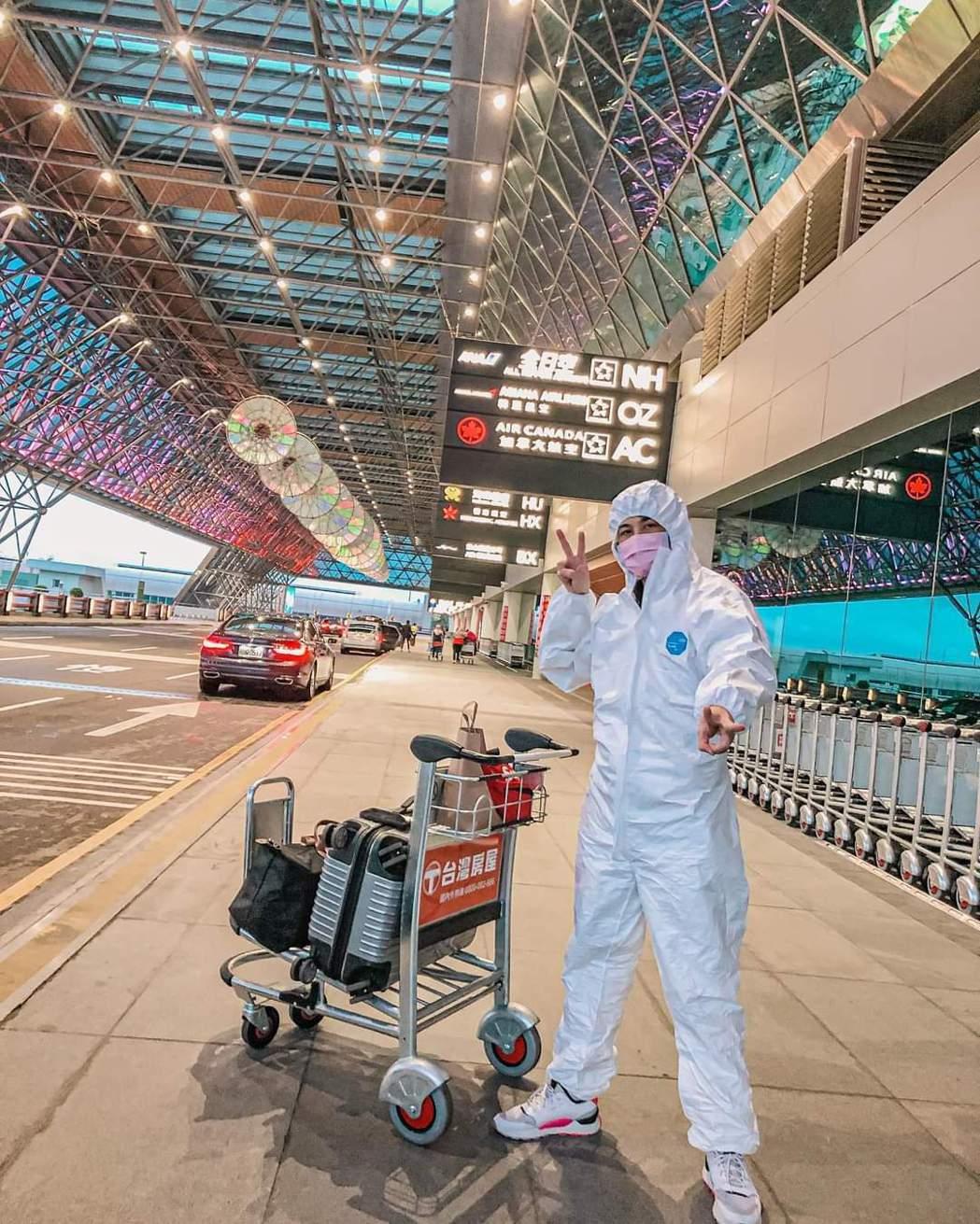 曾子益包緊緊前往香港。圖/摘自臉書