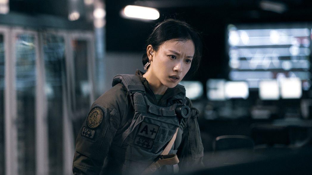 倪妮在「拆彈專家2」演特警。圖/華映提供