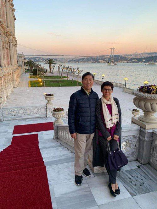 汪浩(左)與妻子蔡珠兒。圖/汪浩提供