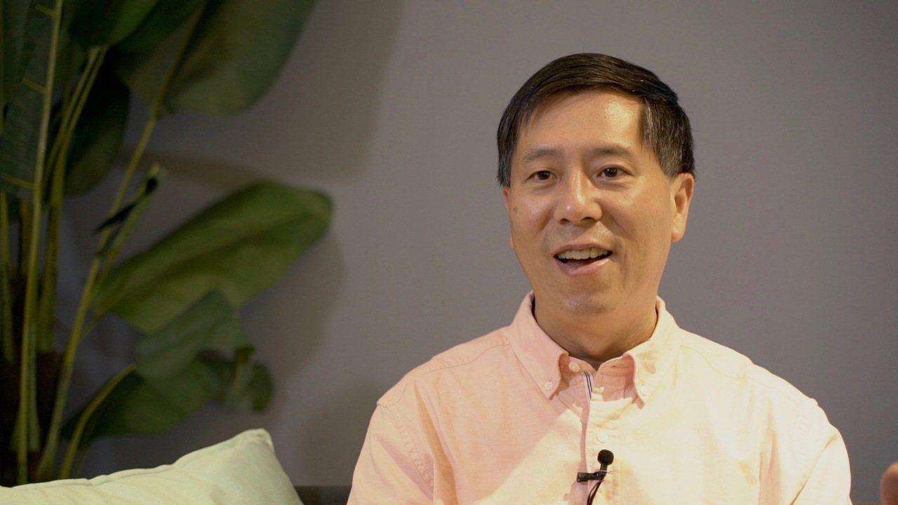 作家汪浩5年前退休和妻子蔡珠兒來台定居,實踐活到老學到老精神,研究歷史、出書、上...