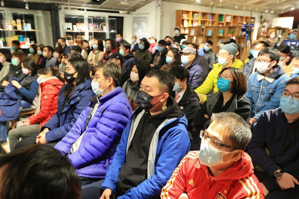 江振誠(右)、葉丙成的「500談」,吸引近百人到場。圖/林伯東攝影圖/林伯東攝影