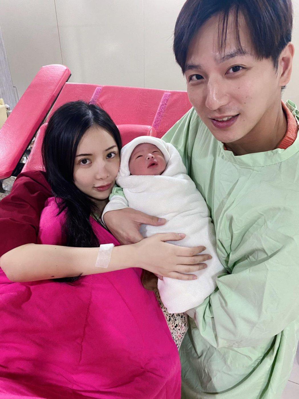 小煜(右)跟老婆言兒(左)喜迎男嬰。圖/猿聲提供