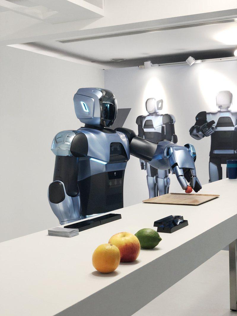 圖為和碩去年發表全方位商用服務型機器人Aria。圖/和碩提供
