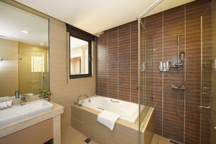 防疫旅館一房難求,各大飯店推出「家人住飯店」的專案優惠,據點交通便利,更有優勢。...