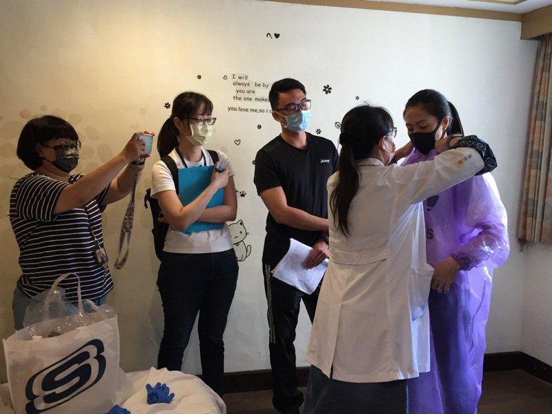 台中市政府已成立26處居家檢疫替代所,共1538間房,目前收住率約5成5。圖/中市府觀旅局提供