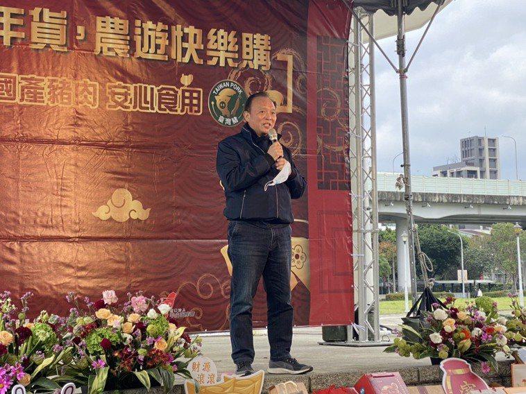 中央畜產會董事長林聰賢今下午出席「畜禽年貨 農遊快樂購」活動。 記者葉冠妤/攝影