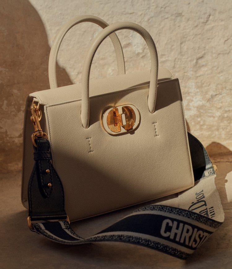 Dior St Honoré托特包具有品牌歷史、文化意義的聖奧諾雷路致敬的意味。...