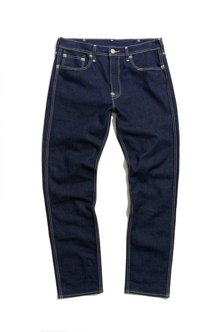 LEVI'S RED 502舒適錐形窄管牛仔褲4,590元。圖/LEVI'S提供