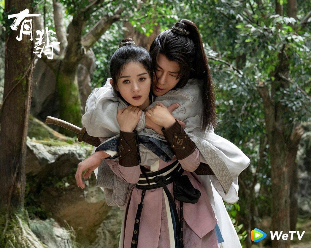 趙麗穎(前)與王一博在「有翡」前胸貼後背。圖/WeTV海外站提供