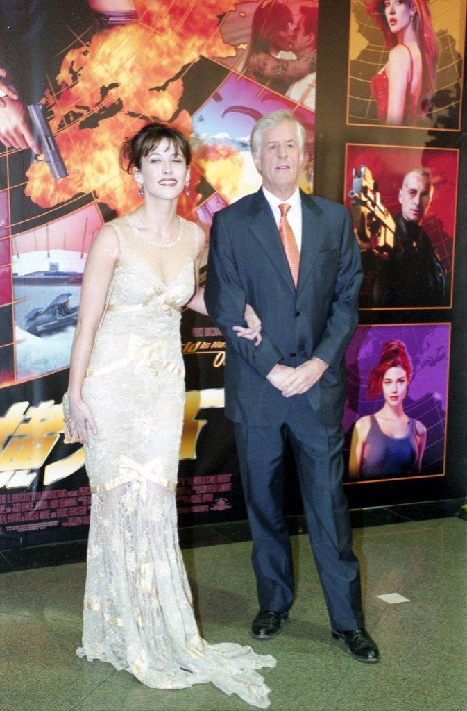 麥可艾普泰(右)曾與蘇菲瑪索來台宣傳007第19集「縱橫天下」。圖/報系資料照片