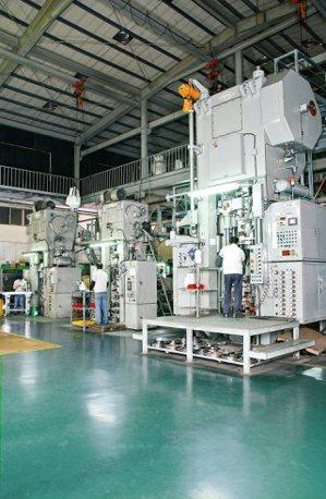 旭宏成型設備生產線。旭宏/提供