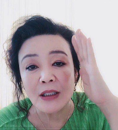 張蘭開直播哭訴。圖/摘自微博