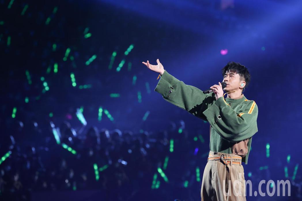光良昨天在台北小巨蛋舉辦演唱會,演唱多首經典名曲。記者葉信菉/攝影