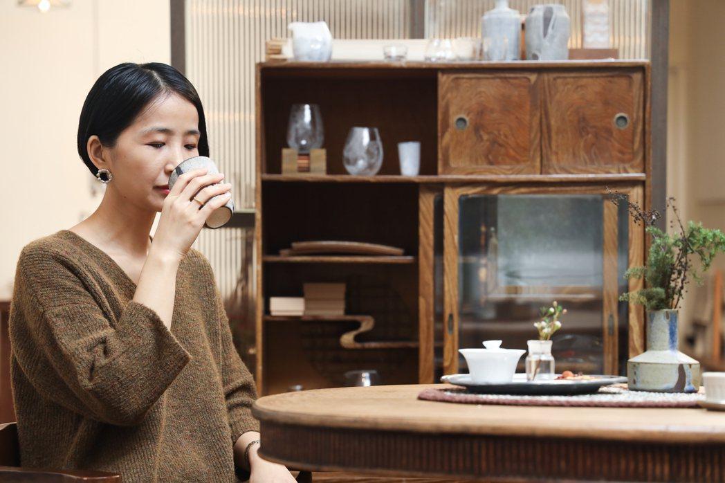 Ruby從小對茶的印象就是「像水一樣的存在」。 圖/吳致碩攝影