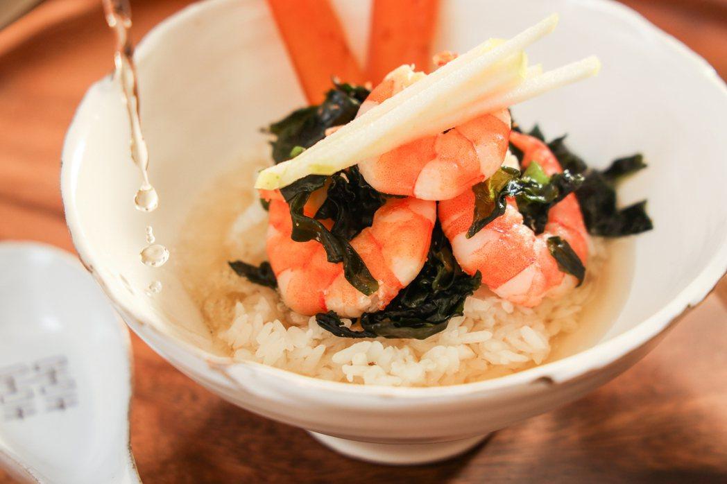 冬季限定茶泡飯「海味茶泡飯」。 圖/吳致碩攝影