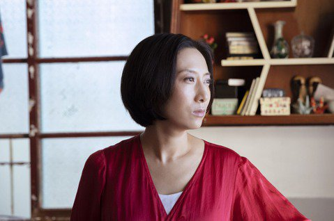 日本歌手一青窈在電影「燕」中,扮演台日混血男主角的媽媽,得在片中說台語、罵小孩。一青窈直言,在演出過程中才體悟到日籍母親當初遠嫁台灣、無法適應當地文化的辛苦。台裔日籍的一青窈,在日本導演今村圭佑作品...