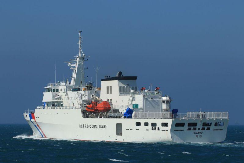 海洋委員會「籌建海巡艦艇發展計畫」中最大噸位旗艦—4000噸艦首艘嘉義艦目前正在高雄海域進行海上公試。圖/高雄讀者提供