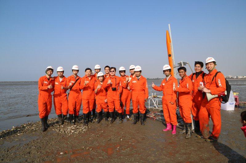 吳宗信教授帶領團隊研發火箭。圖/吳宗信提供