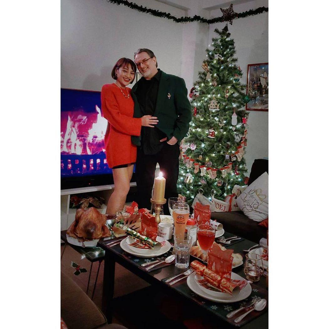 葉瑋庭(左)跟老公上個月底慶祝交往11周年。圖/摘自IG