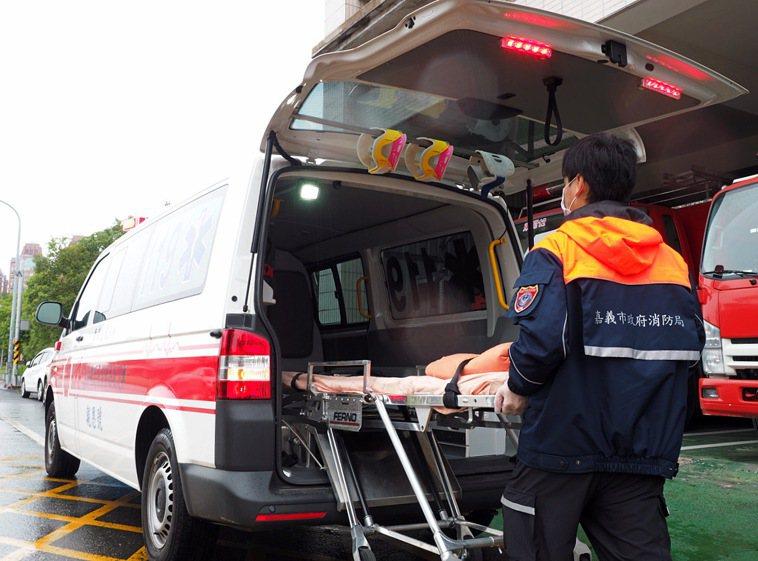 嘉義市消防局送醫四人身亡。記者李承穎/翻攝