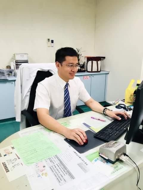 衛福部嘉義醫院心臟科醫師李聖楷表示,溫差大對長者很危險。圖/部立嘉義醫院提供
