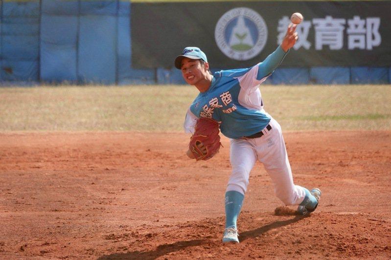 高中棒球聯賽木棒組第二階段,穀保家商林昱珉對成德高中繳出6局失2分的好投。記者蘇志畬/攝影
