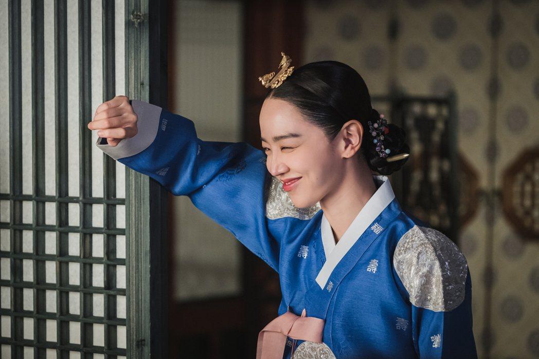 申惠善演活俏皮的皇后娘娘。圖/friDay影音提供
