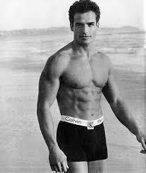 小安東尼奧薩巴托曾因拍攝知名品牌內褲廣告,成為搶手男模。圖/摘自facebook
