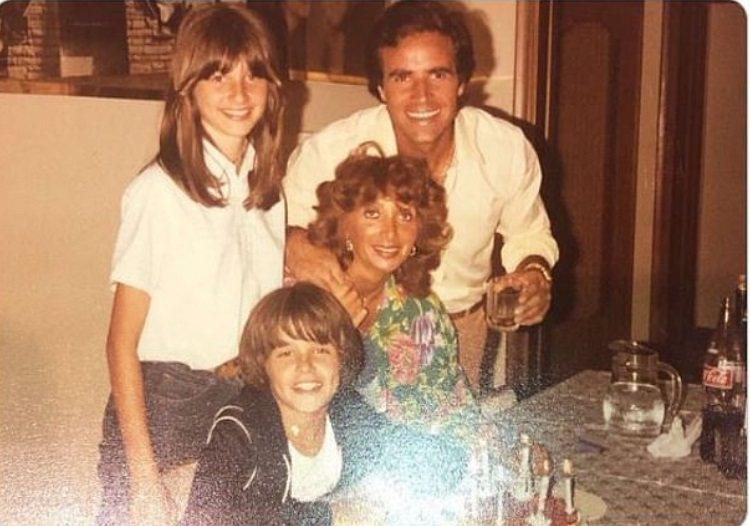 安東尼奧薩巴托(右上)和家人後來移民美國,兒子(下中)長大後成為性感偶像。圖/摘...