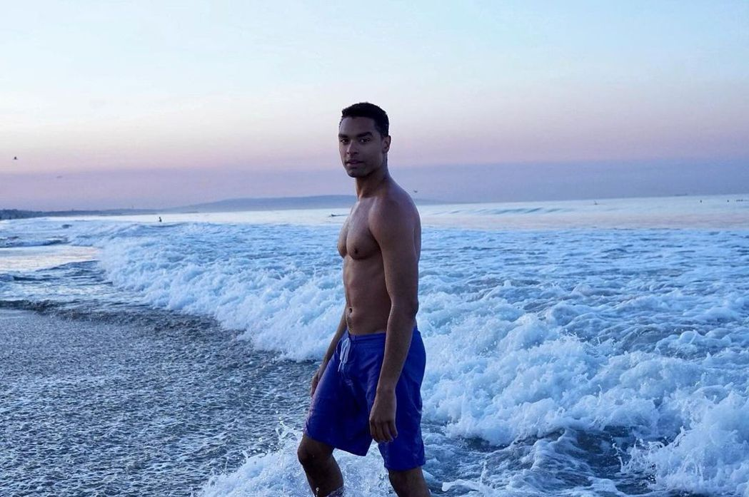 雷吉尚佩吉體格壯碩,有扮演007的條件。圖/摘自Instagram