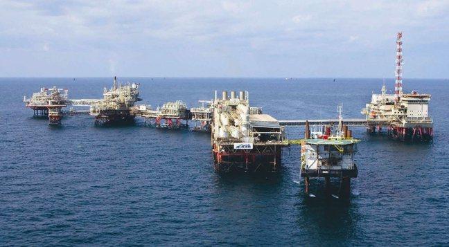 阿布達比國家石油公司的離岸鑽油平台。(網路圖片)