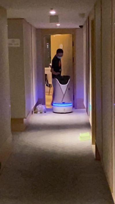 大陸部分隔離酒店有機器人送餐。特派記者陳言喬/攝影