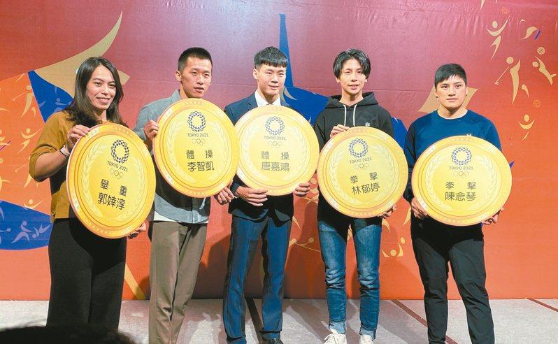 郭婞淳(左起)、李智凱、唐嘉鴻、林郁婷、陳念琴被寄望在東奧締造佳績。記者陳宛晶/攝影