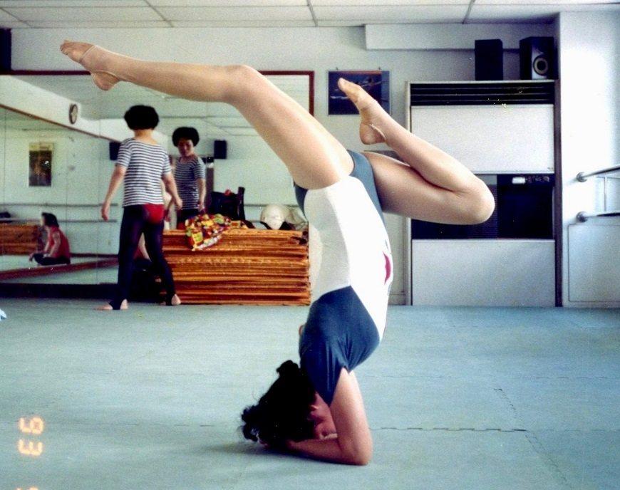 畢媽媽過去很會做瑜珈,48歲初學,幾年內就練到教師等級。不能做瑜珈,對她是一大打...