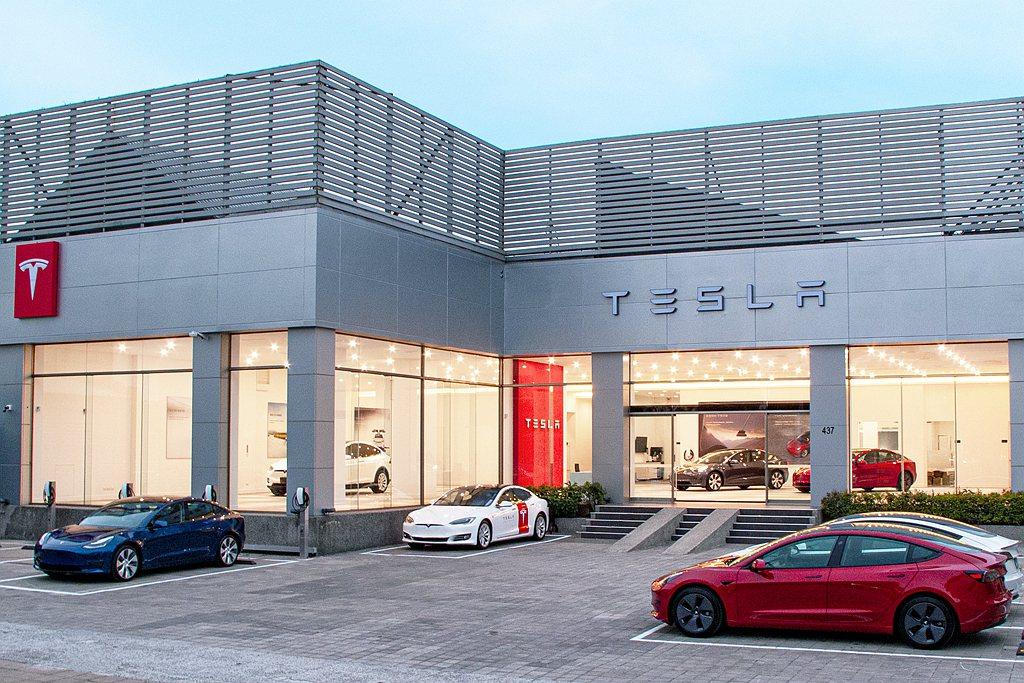南臺灣首座Tesla Center高雄服務體驗中心將提供南部消費者從銷售、交付到...