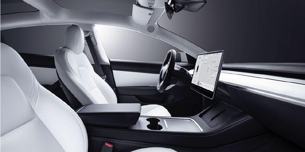 Model 3 Long Range白色內裝版本現貨車將開始於全台Tesla C...