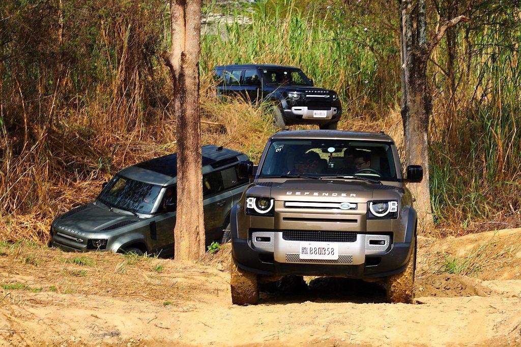 教練提到舊Land Rover Defender能通過的越野路段,新Defend...