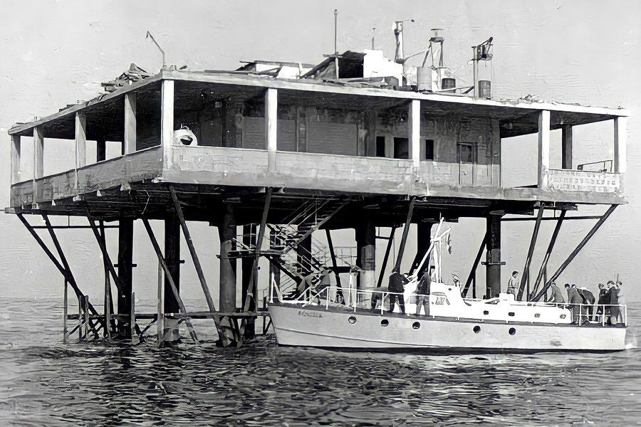 「玫瑰島」是一個由義大利工程師喬治.羅薩在公海上建設的「大平台」,攝於1968年。 圖/維基共享