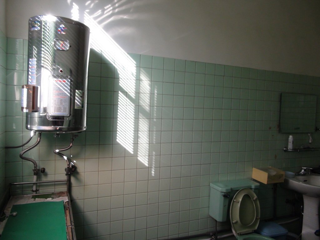 寒流來襲,有網友洗熱水澡只限10分鐘,讓他大罵「爛透了」。示意圖/聯合報系資料照
