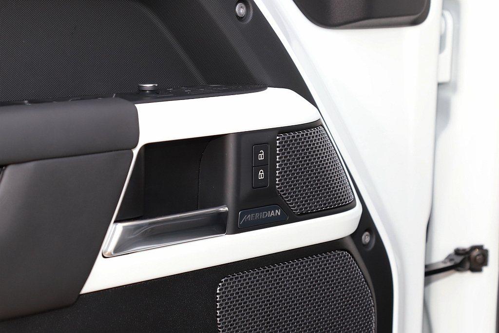 英國鑑賞級Meridian音響系統亦為Defender全車系標配,分別於D250...