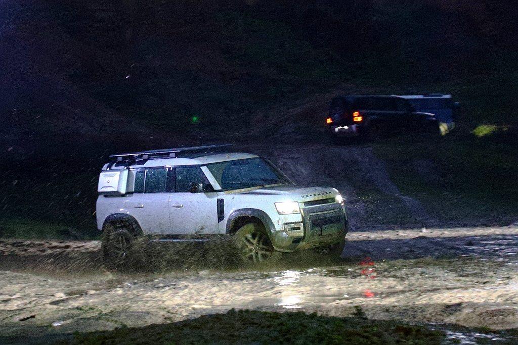 新世代Land Rover Defender提供四款專屬套件選項:包含Explo...