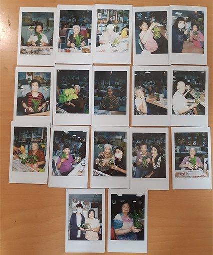 中原景觀系「青銀同樂」苔球工作坊用拍立得幫爺爺奶奶拍照帶回家跟孫兒「炫耀」。 中...