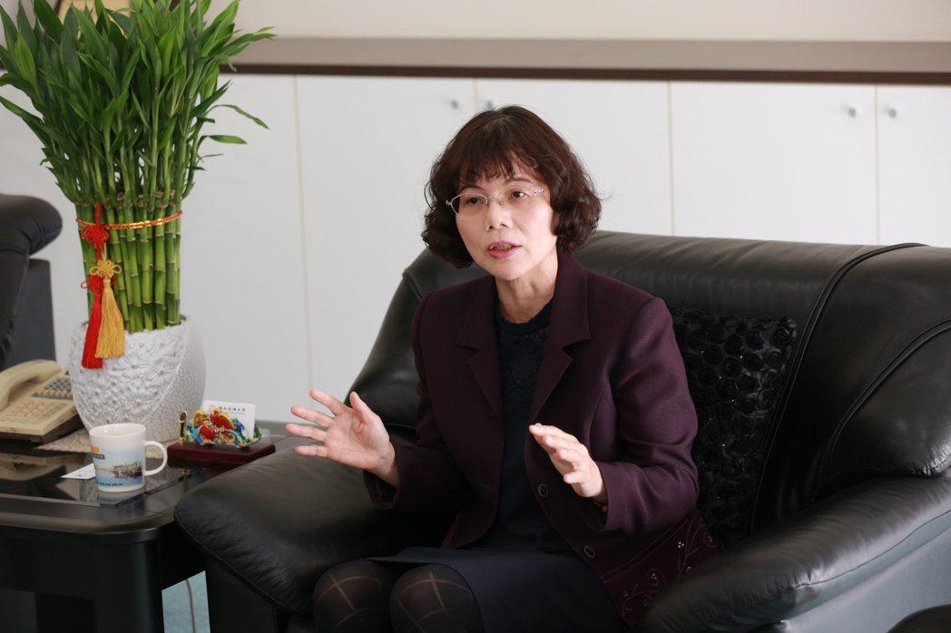 高雄大學創校20年首位女性校長陳月端,期許透過典範改變,帶領師生前往更美好的未來...