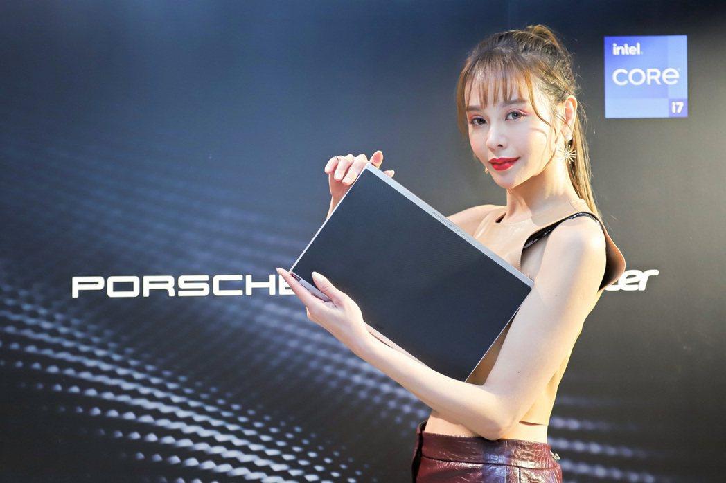 Porsche Design Acer Book RS。 彭子豪/攝影
