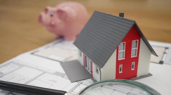 財政部約在每一年的2月,會公布前一年度的房屋財交所得標準,各縣市適用比率不一樣,...